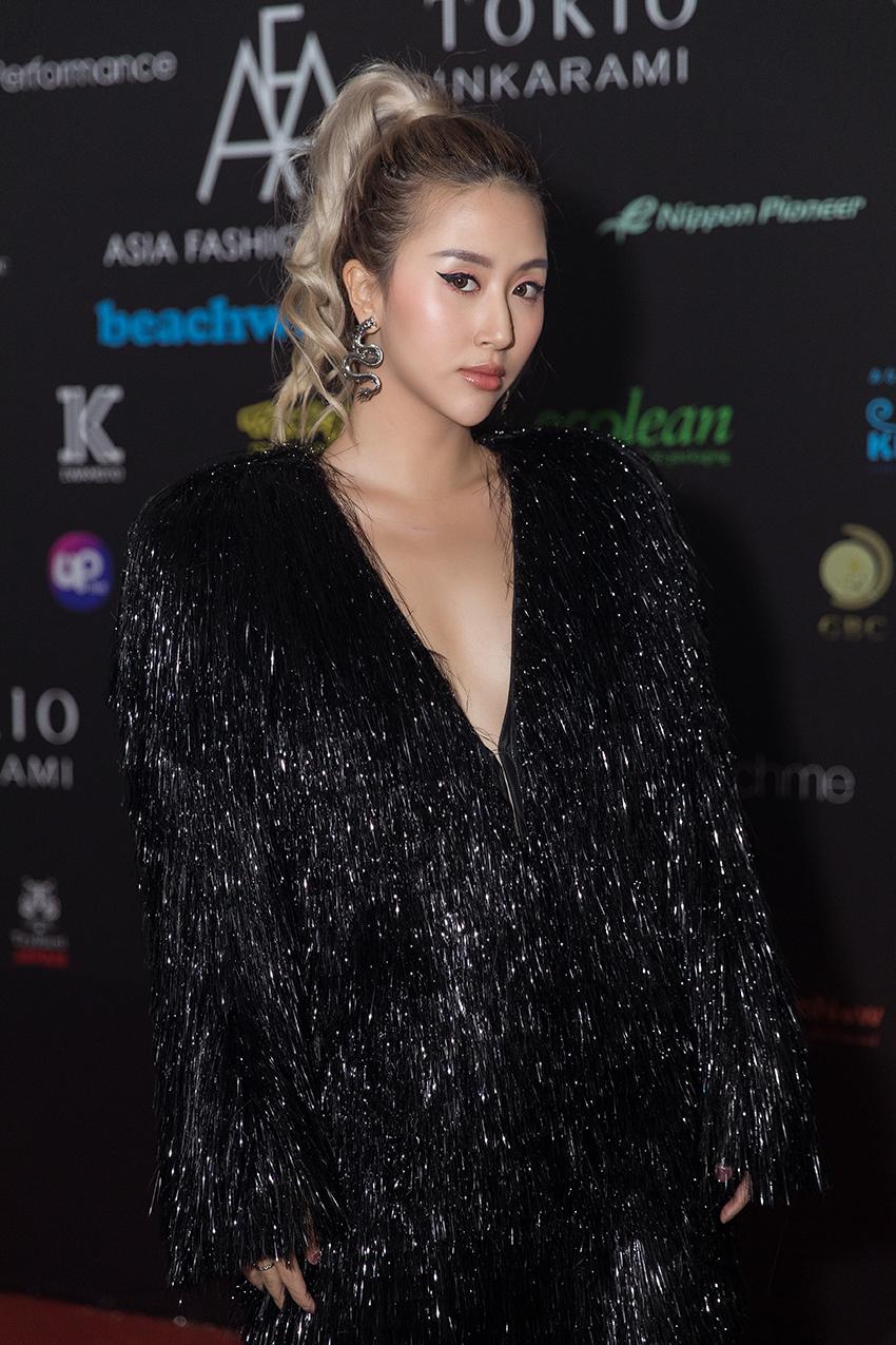 """Quỳnh Anh Shyn quyết tâm chặt """"đẹp"""" thảm đỏ Asia Fashion Award 2019"""