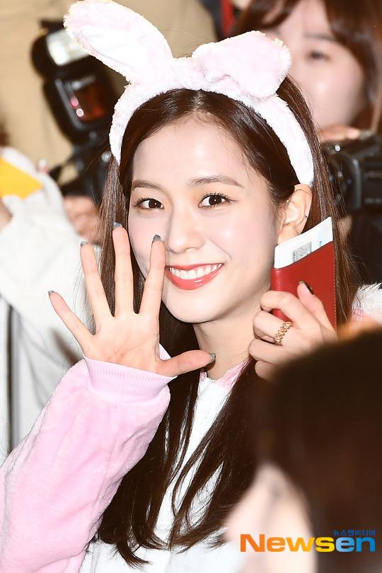 Sự kiện hiếm có: BTS, BlackPink, Yoona,.. và loạt sao Hàn cùng đổ bộ tại sân bay Incheon sáng nay