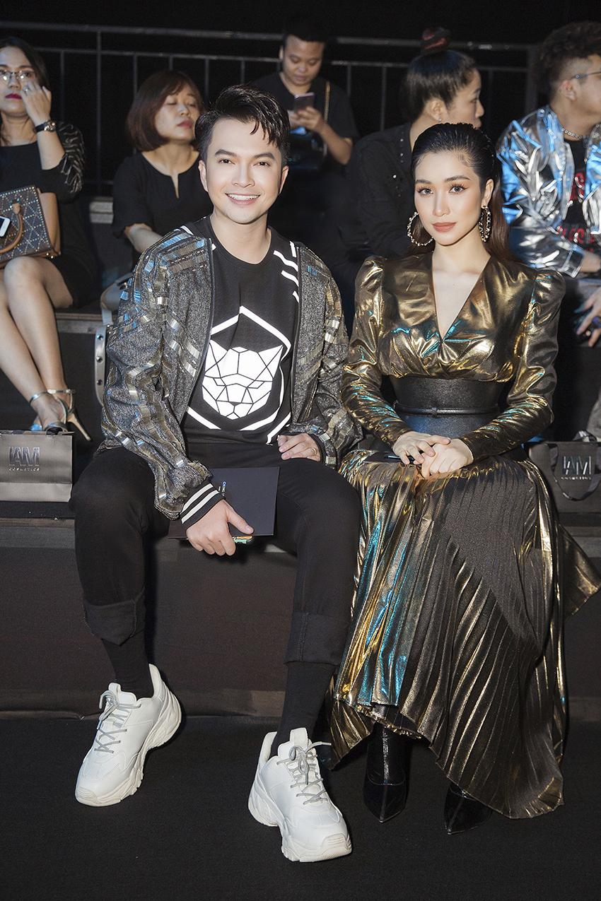 Nam Cường và Hoà Minzy mải mê tâm sự khi đi xem show Chung Thanh Phong