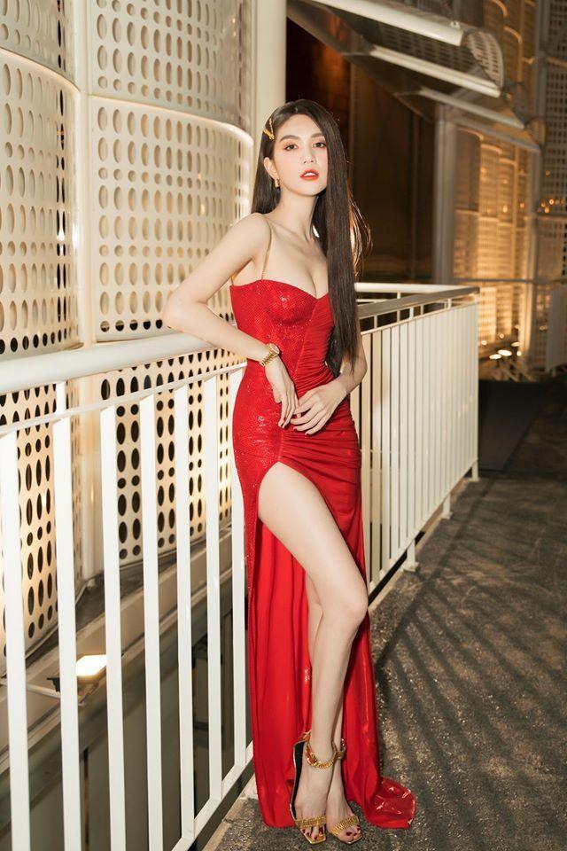 Hậu chia tay, Ngọc Trinh xuất hiện với chiếc đầm đỏ ôm sát người cực kì quyến rũ