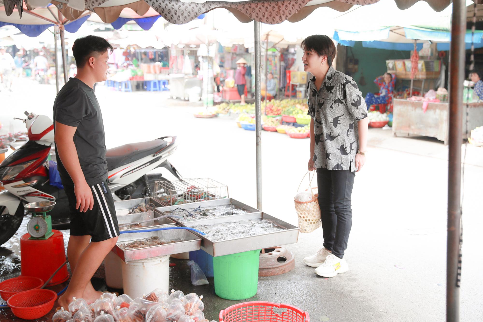 """Quang Trung, Duy Khánh hoảng sợ tái hiện """"Anh mở nắp lu ra đi"""" khi phát hiện chiếc lu lạ trong nhà"""