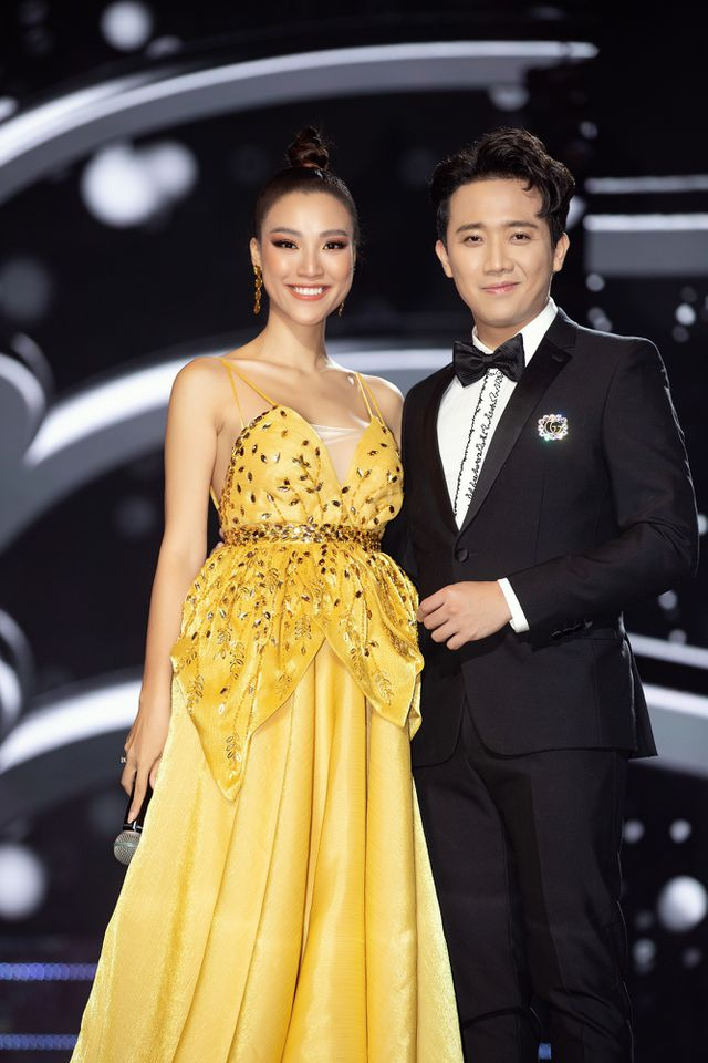Giỏi ngoại ngữ như Trấn Thành: Phỏng vấn bằng tiếng Anh, Hoa hậu trả lời tiếng Hàn, dịch lại bằng 1 câu tiếng Việt,...nhưng trớt quớt