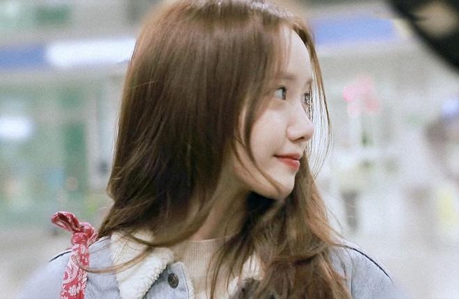 Yoona gây náo loạn sân bay vì xinh đẹp như thiên thần, ảnh fan chụp cũng đẹp như phim