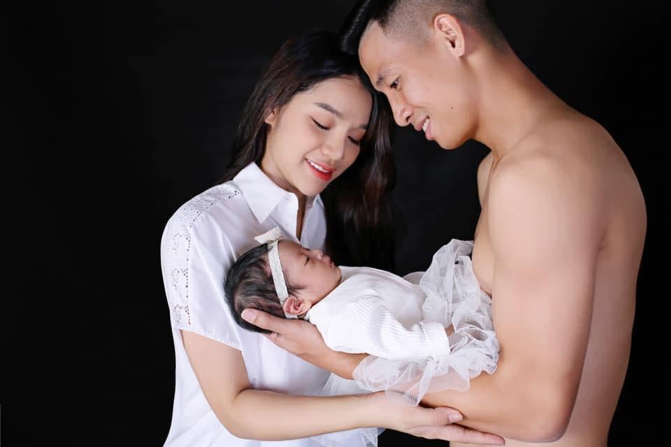 Vợ vừa sinh con gái đầu lòng, Bùi Tiến Dũng tặng ngay xế hộp 2 tỷ