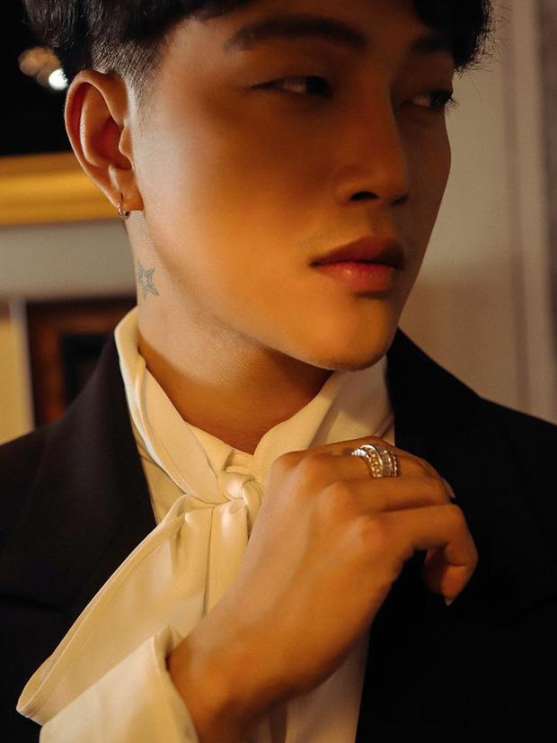 Titi (HKT) diện suit đen đầy nam tính, khoe thần thái cùng góc nghiêng không phải dạng vừa