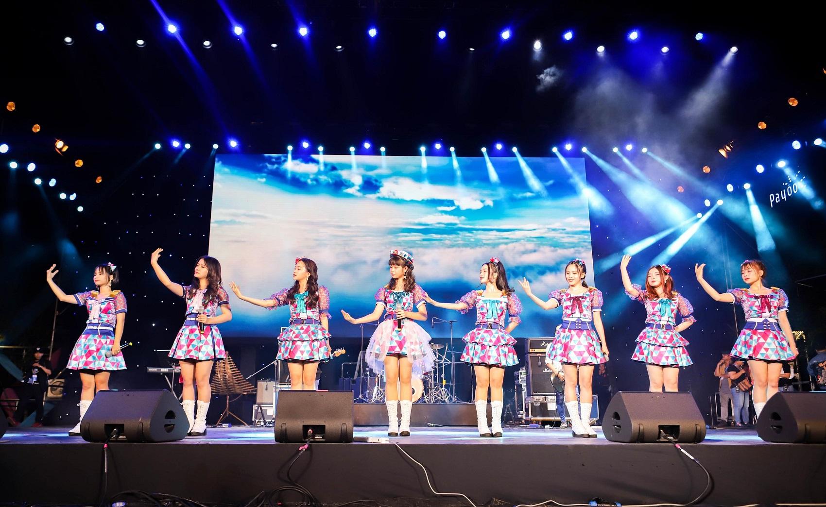 SGO48 tự tin đứng chung sân khấu với các nghệ sĩ tầm cỡ quốc tế