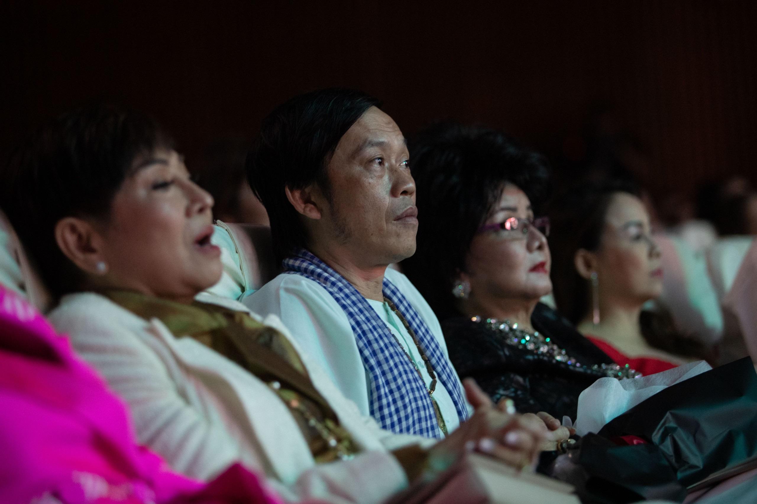 Hoài Linh, Tuấn Ngọc, Trấn Thành cùng dàn sao hết mình ủng hộ Lệ Quyên trong Q show kỉ niệm 20 năm ca hát