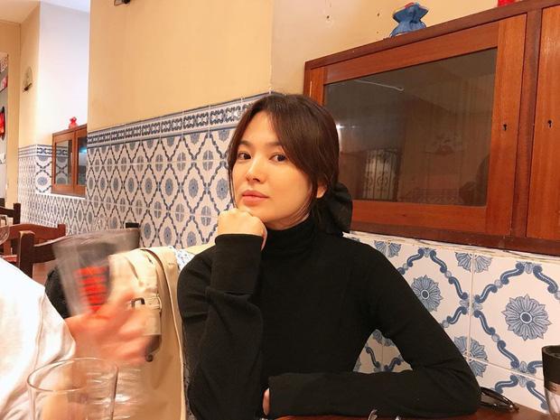 Song Joong Ki xuất hiện khá thoải mái giữa tin đồn tái hợp với vợ cũ Song Hye Kyo