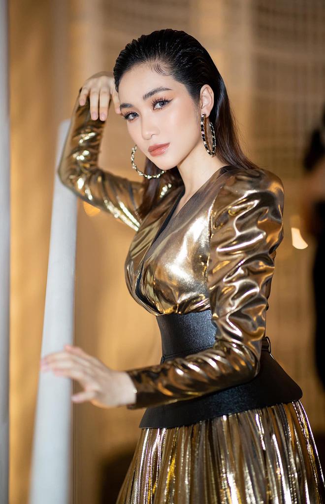 Hòa Minzy để lộ hình ảnh ôm bụng bầu sau loạt nghi vấn đã sinh con đầu lòng