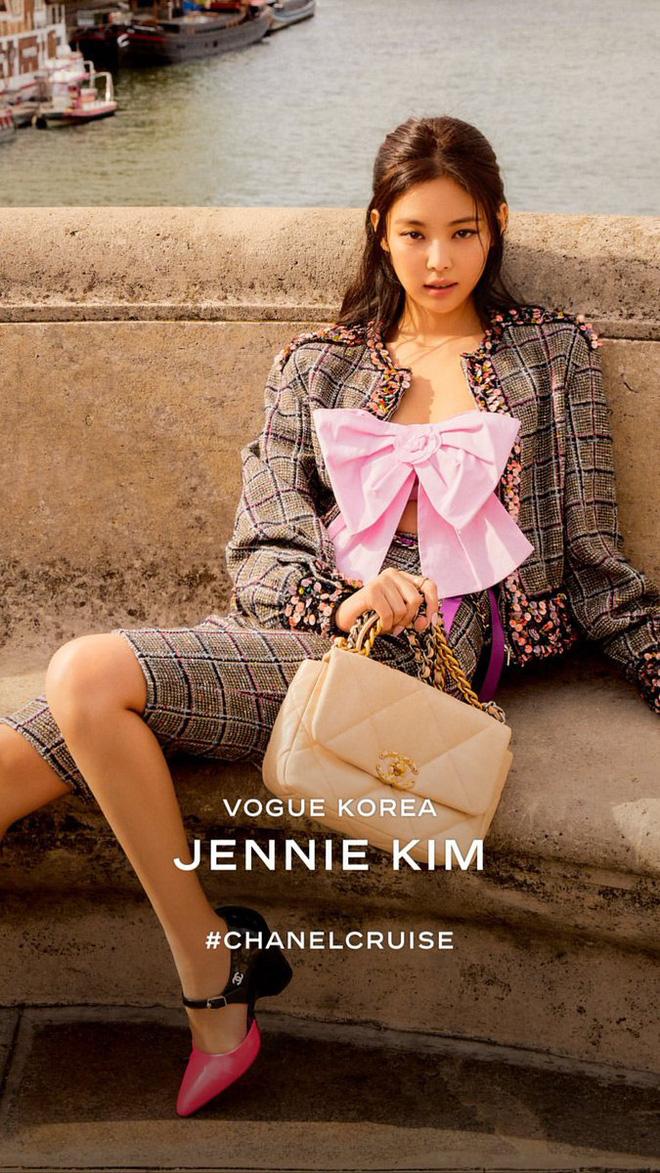 Đụng hàng Châu Bùi, Jennie,... Phượng Chanel vẫn nhất quyết sở hữu chiếc croptop nơ đắt đỏ này