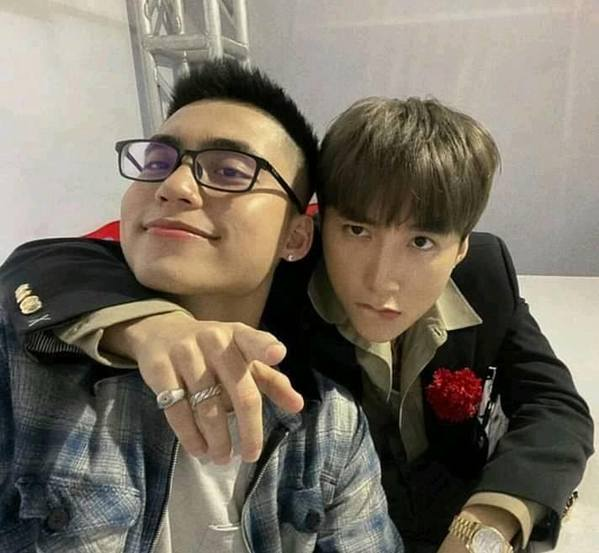 Sơn Tùng M-TP và em trai chụp ảnh chu môi dịp đầu năm: Có quá nhiều sự đáng yêu trong một bức ảnh