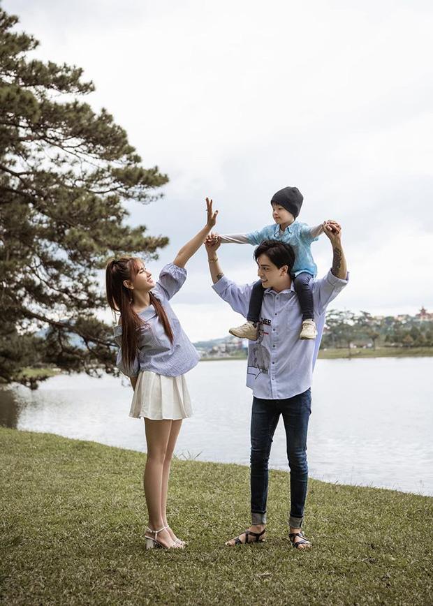Thu Thủy khoe ảnh hạnh phúc bên gia đình nhưng thái độ của con trai  với chồng trẻ mới là tâm điểm!