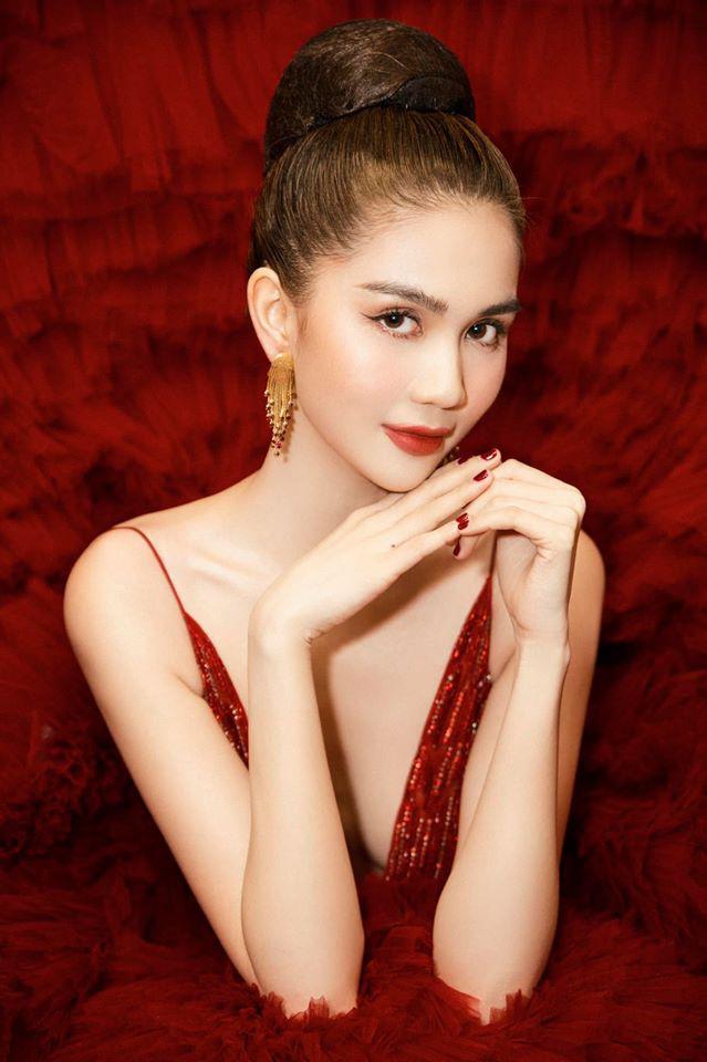 Ngọc Trinh diện váy công chúa đỏ rực lộng lẫy, khoe khéo vẻ đẹp ngọt ngào