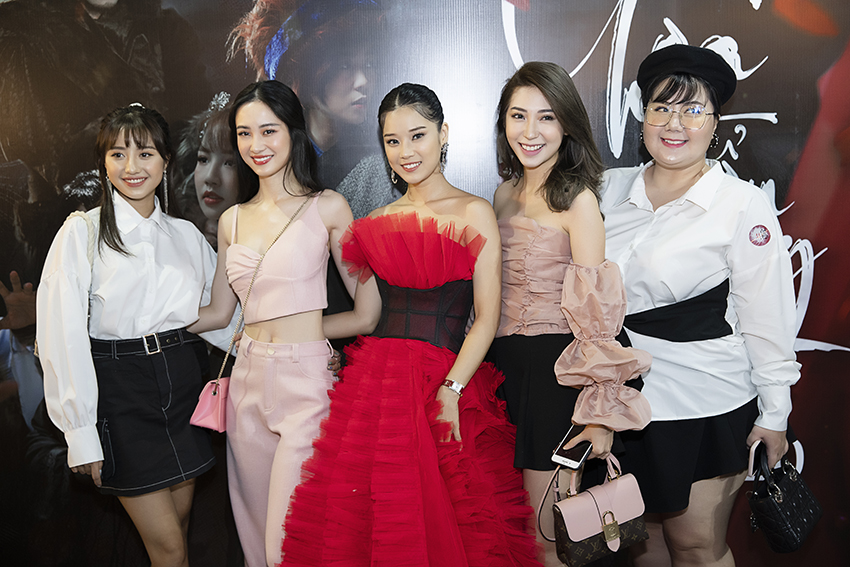 Hoàng Yến Chibi ra mắt MV cổ trang lớn nhất sự nghiệp – Cánh hoa tổn thương