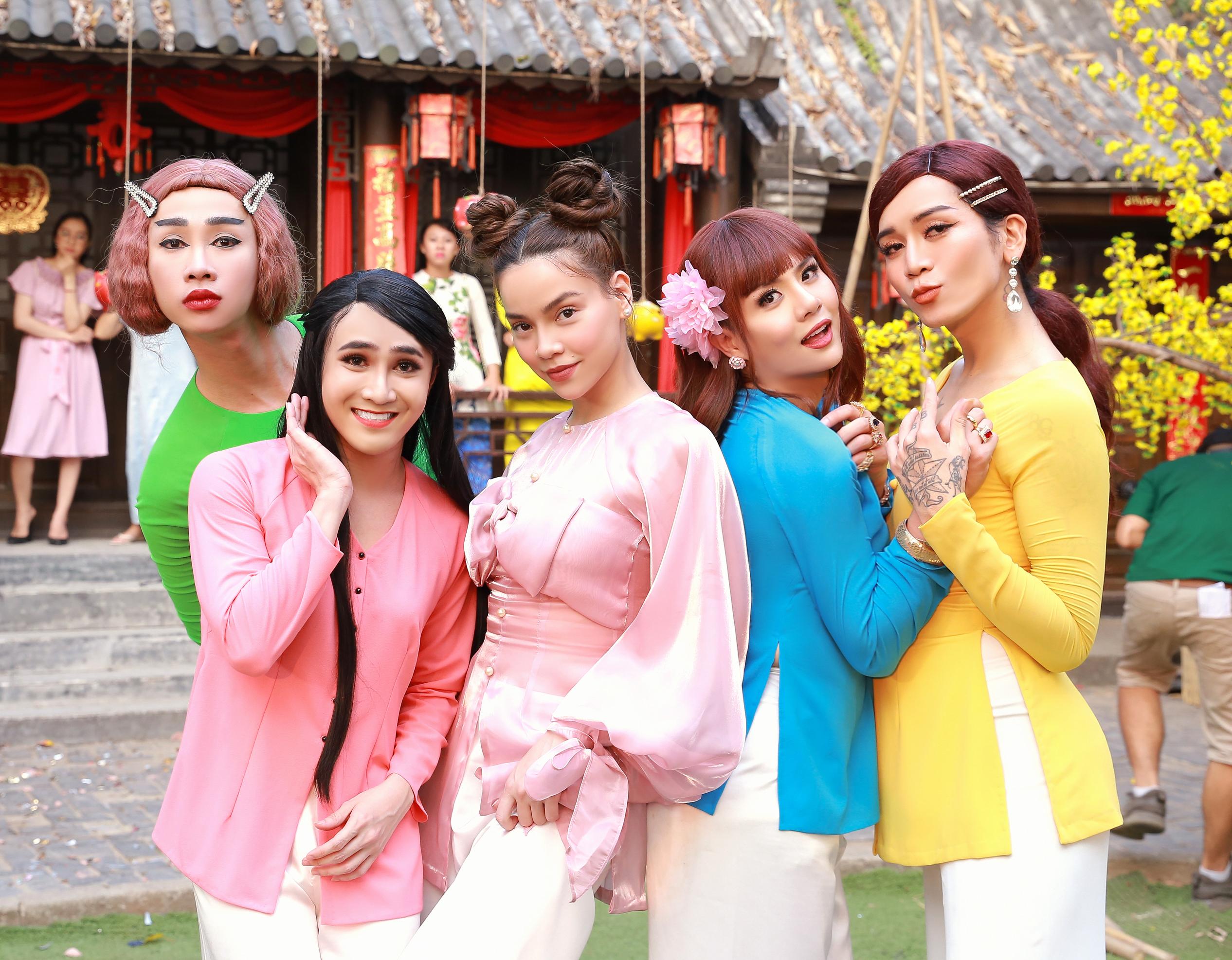 Hồ Ngọc Hà BB Trần ăn mặc lồng lộn lấn át Hồ Ngọc Hà trong MV Điều ước của mùa xuân