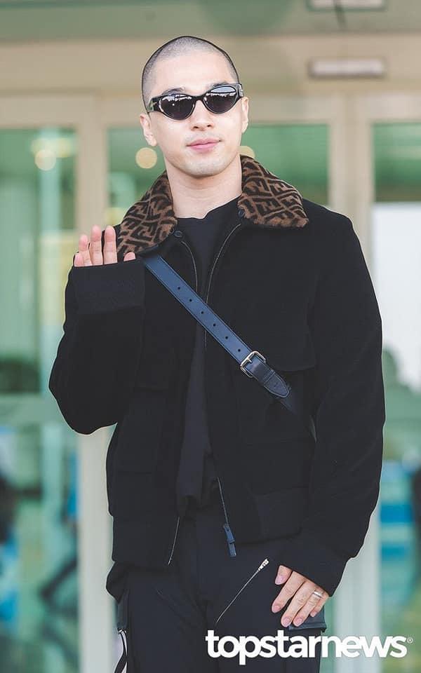 Taeyang xuất hiện với mái đầu nhẵn nhụi tham dự sự kiện thời trang