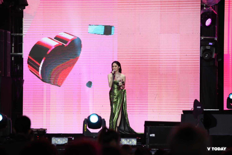 Hương Giang, Vũ Cát Tường giành Daesang của VLive Awards