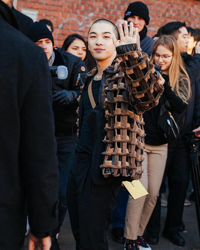 Taeyang (BIGBANG) để đầu trọc xuất hiện cực ngầu trong sự kiện quốc tế