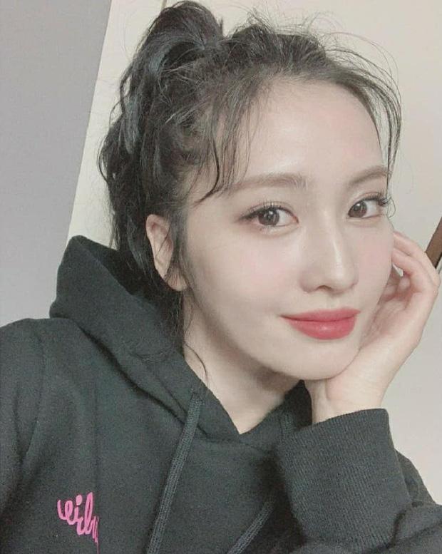 Momo (TWICE) lần đầu chào fan trên MXH sau khi hẹn hò Heechul
