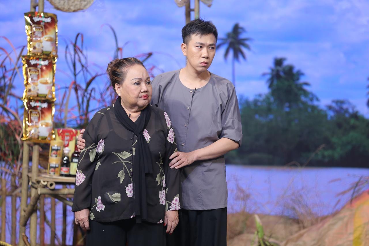 Hoa hậu Khánh Vân lần đầu mang vương miện tiền tỷ lên sân khấu, sánh đôi cùng Chí Tài