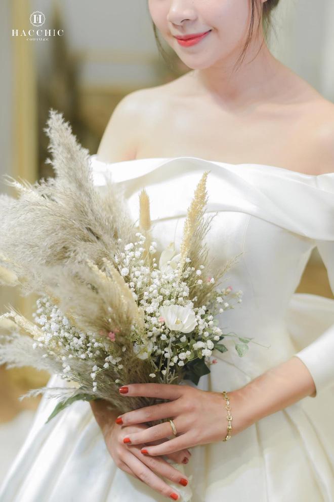 Văn Đức đưa vợ sắp cưới Nhật Linh đi thử váy cưới, cô dâu xinh hết phần thiên hạ