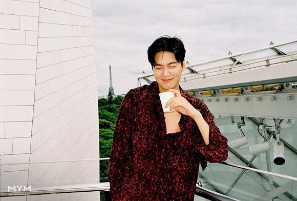 Chiều 30 Tết, Lee Min Ho chiêu đãi người hâm mộ với loạt ảnh siêu đẹp trai đốn tim hội fangirl