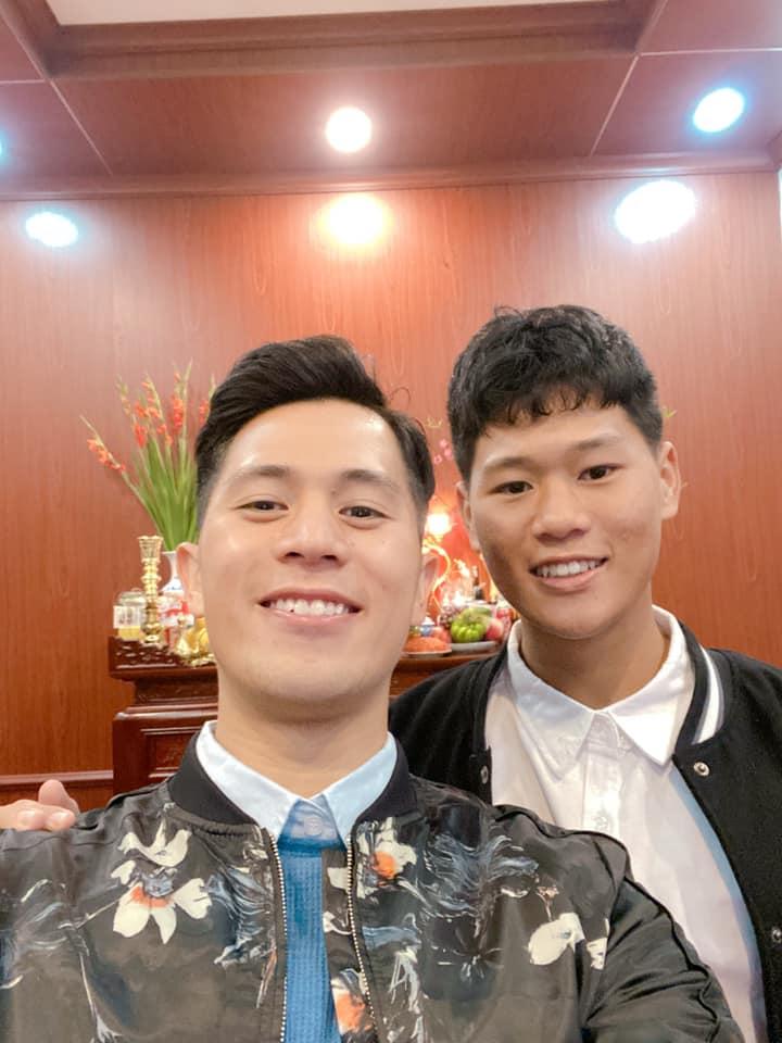 Soi phong cách của dàn cầu thủ Việt dịp đầu năm: Duy Mạnh đỏ rực, Tiến Linh diện vest cực bảnh