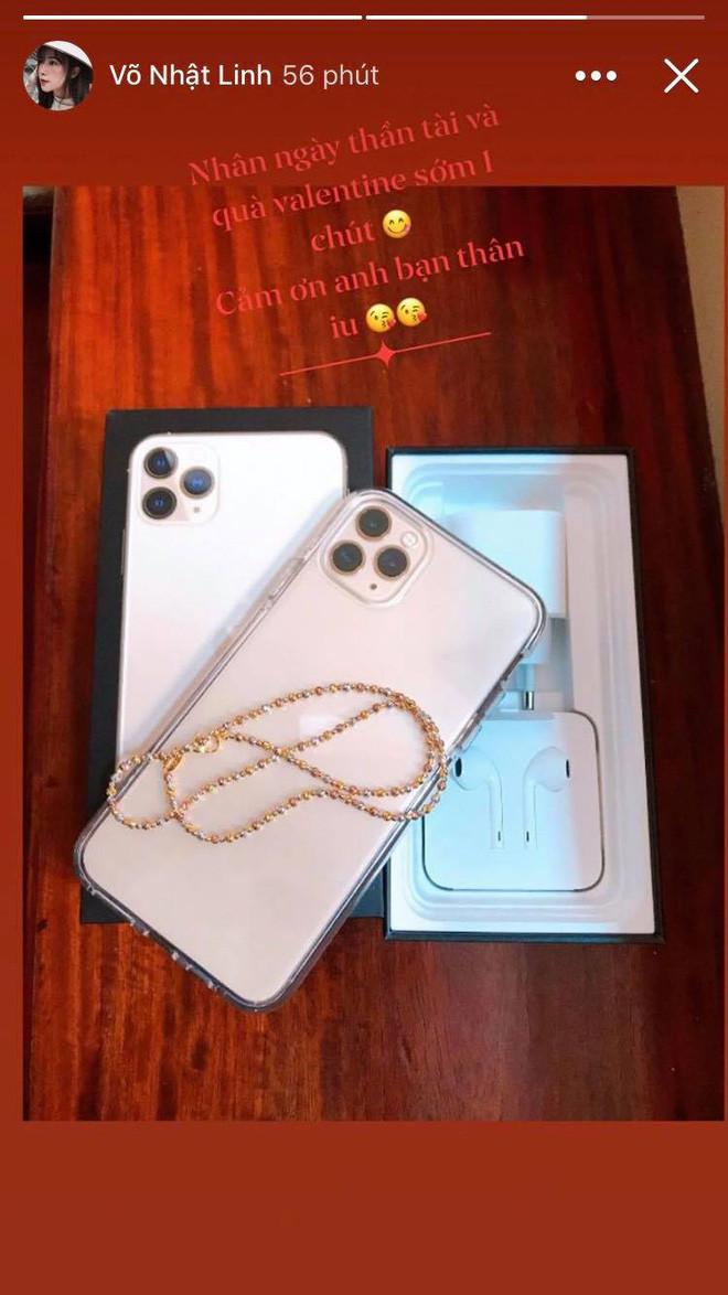 Phan Văn Đức tặng vợ iPhone 11 làm quà Valentine sớm, nói lời ngôn tình: Em mãi quấn quít trong trái tim anh