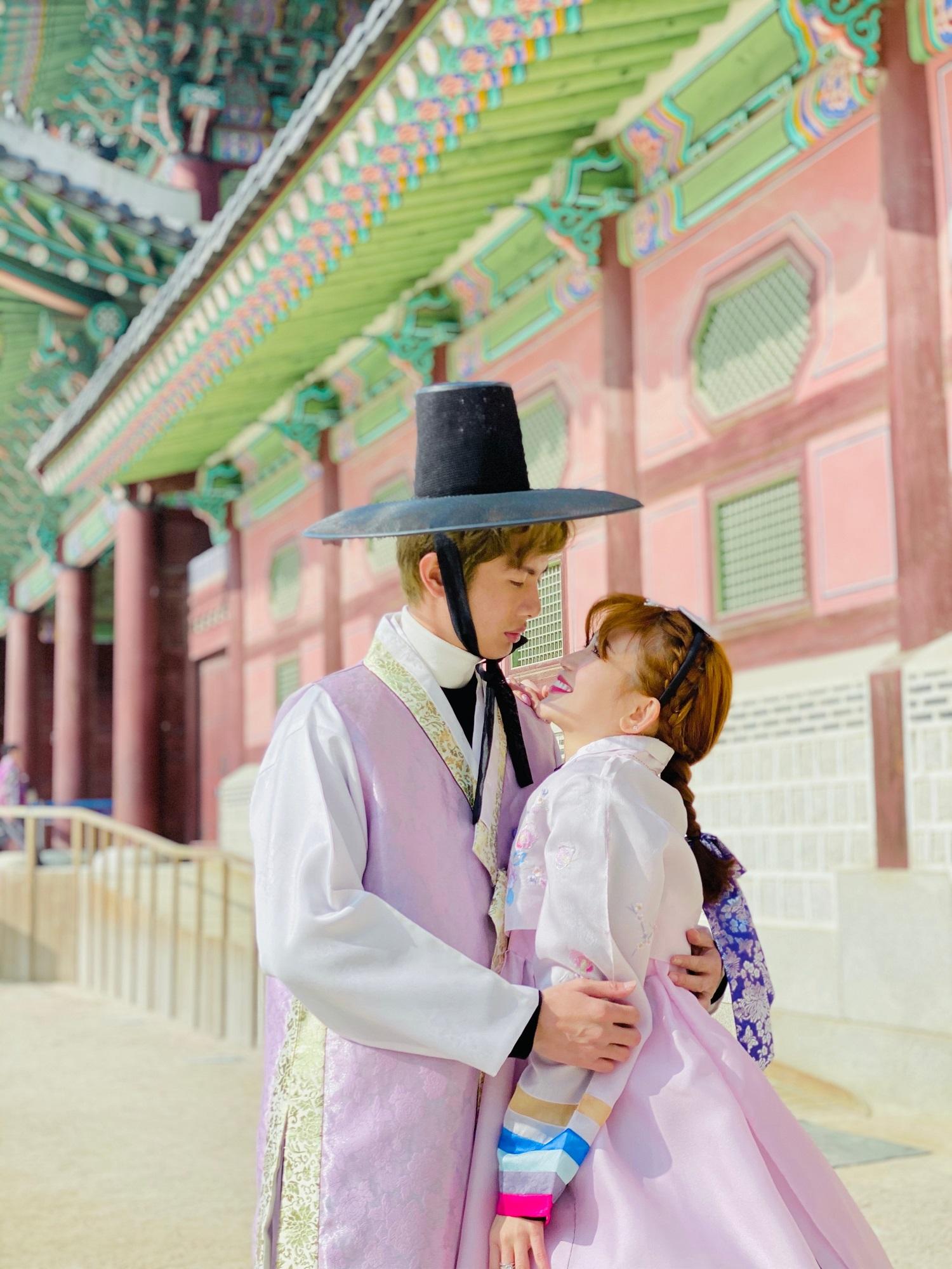 Huỳnh Phương - Sĩ Thanh gợi ý những phong cách diện đồ đôi cực chất cho mùa Valentine