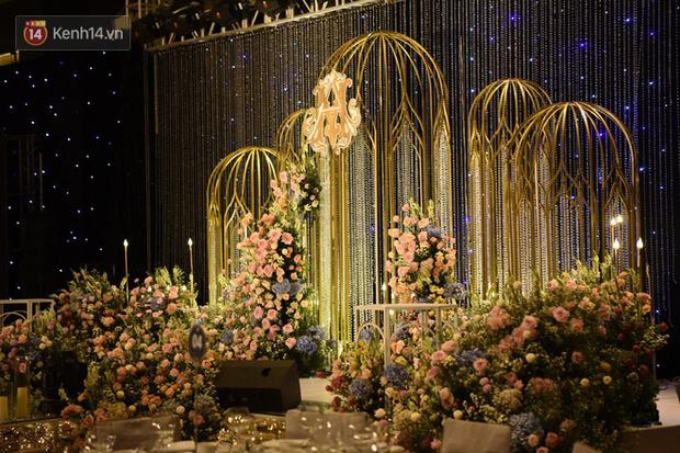 Bên trong khách sạn 5 sao diễn ra đám cưới Duy Mạnh - Quỳnh Anh: Không gian đậm chất cổ tích, hoa tươi ngập tràn thế này tiền tỷ là phải!
