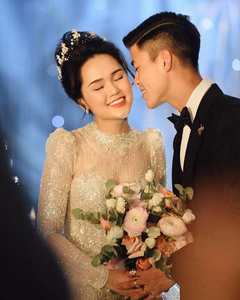 HLV Park Hang-seo nhờ Đình Trọng gửi quà mừng cưới Duy Mạnh