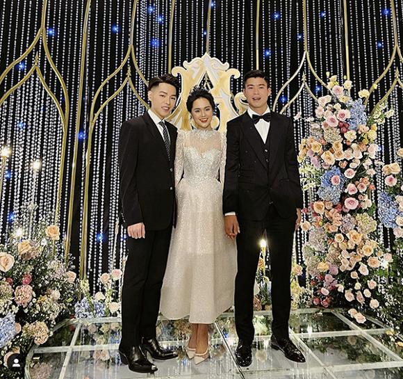 Đức Phúc hát live ca khúc mới sắp ra mắt Hơn cả yêu tại đám cưới Duy Mạnh - Quỳnh Anh