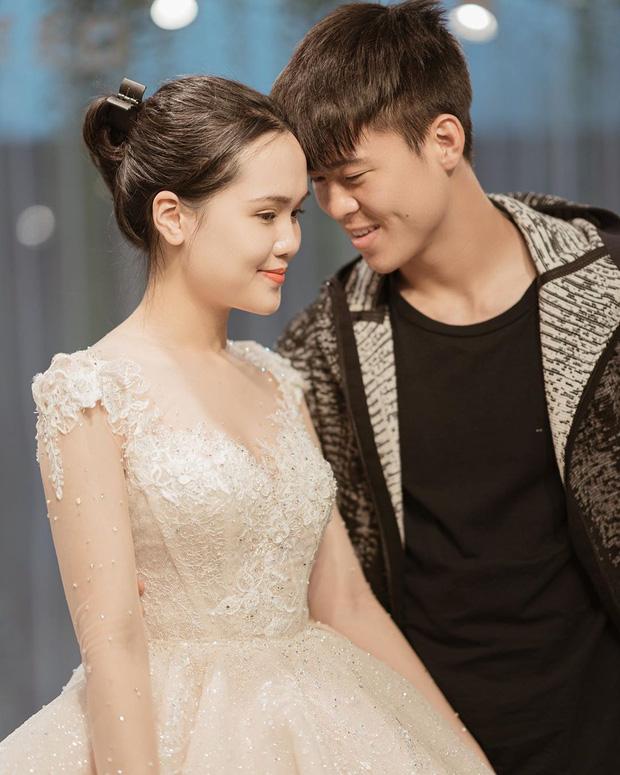 Sau pha makeup lỗi trong đám hỏi, lần này cô dâu Quỳnh Anh đã lấy lại phong độ, họa mặt xinh tươi chuẩn công chúa rồi!