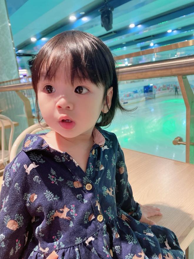 Vợ Hoài Lâm đáp trả antifan khi ngoại hình con gái bị đem ra để bàn tán