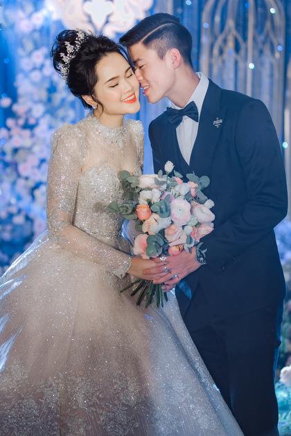 Chuyện chưa kể về chiếc váy cưới đẹp nhất cuộc đời của Quỳnh Anh: Đính 8.000 viên đá pha lê, giá trị lên đến 1 tỷ