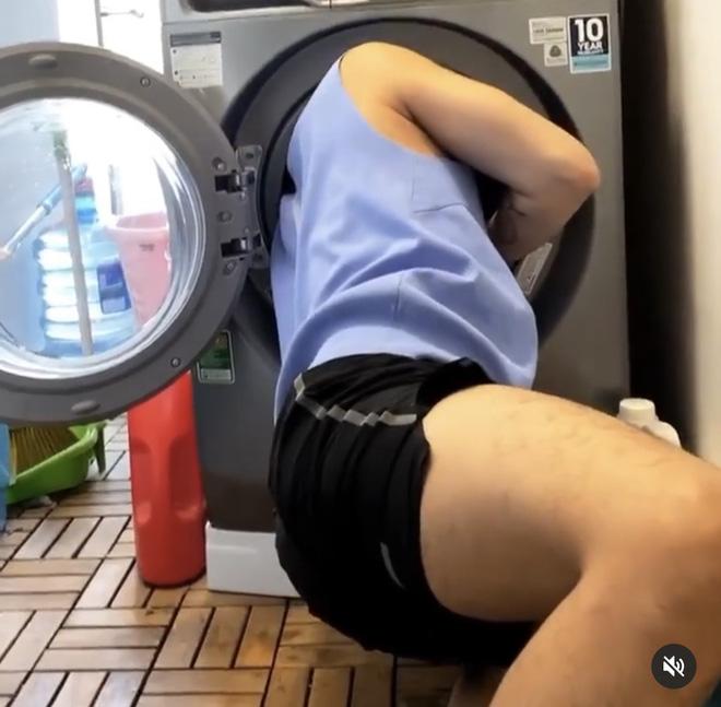 Khi các sao đu trend chụp ảnh trong lồng máy giặt: Đức Phúc cho ra một đống ảnh lỗi nhưng vẫn up, Hoàng Ku quằn quại để chui được đầu vào