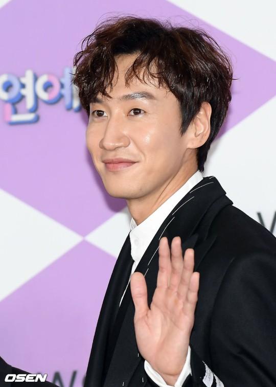Hươu cao cổ Lee Kwang Soo bị tai nạn giao thông phải hoãn quay show Running Man