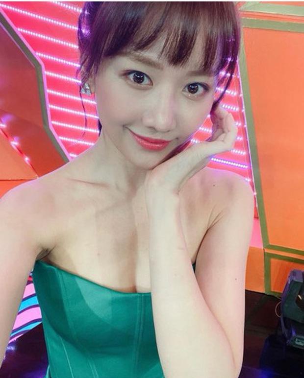 Hari Won khoe khéo vai trần gợi cảm, lấp ló vòng 1 vô cùng quyến rũ sau khi giảm 2 kg