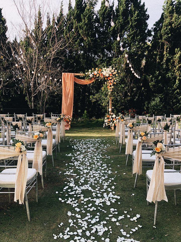 Không gian tiệc cưới bí mật của Tóc Tiên: Khung cảnh lãng mạn như trong phim nhưng đã bị rào kín nội bất xuất, ngoại bất nhập