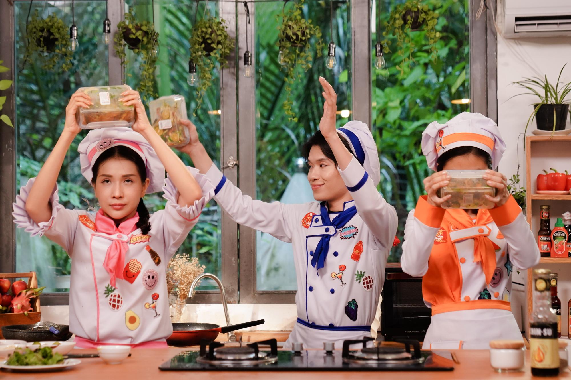 Khả Như, Quang Trung  lần đầu được trải nghiệm phá lấu lắc tắc món ăn vừa lạ vừa quen của nữ diễn viên  Vân Trang