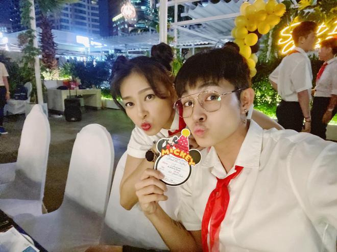 Mừng sinh nhật tuổi 41, Ngô Thanh Vân cùng hội bạn thân hoá trang thành học sinh cực lầy