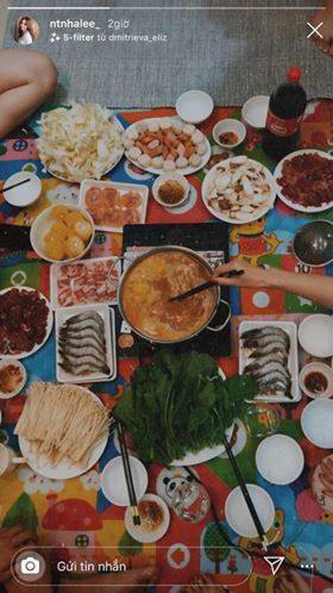Lộ hình ảnh Quang Hải cùng Nhật Lê tụ tập bạn bè ăn lẩu: Thế này tái hợp là cái chắc!
