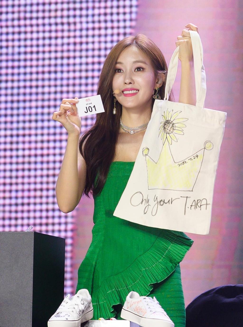 Hyomin (T-ARA) quyên góp 3000 khẩu trang cho quê nhà nhưng vẫn bị netizen Hàn chỉ trích