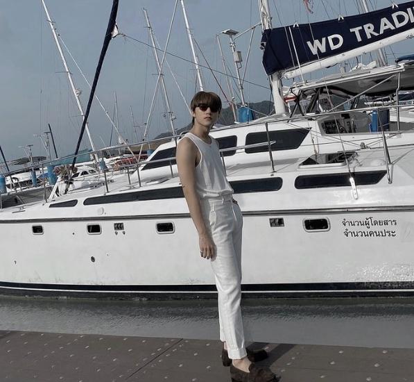 Sơn Tùng khoe ảnh siêu điển trai, nghi vấn sang Thái Lan quay MV mới?