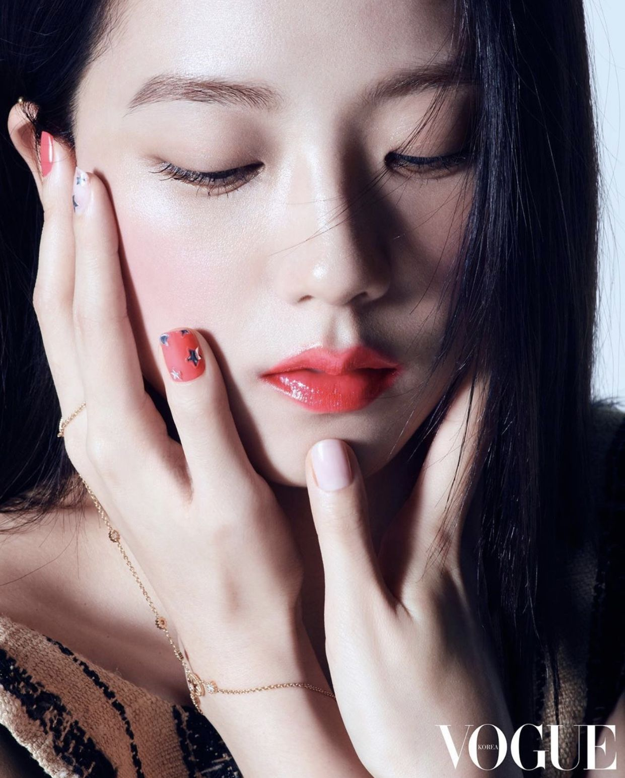 Ảnh hậu trường chưa PTS của Jisoo (BLACKPINK) gây sốt: Bảo sao được gọi là Hoa hậu, kéo đến chú thích lại ngã ngửa