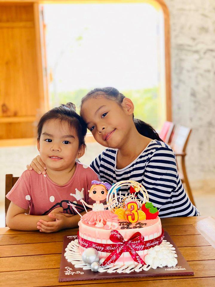 Phạm Quỳnh Anh và Quang Huy vui vẻ tái ngộ trong ngày sinh nhật con gái út
