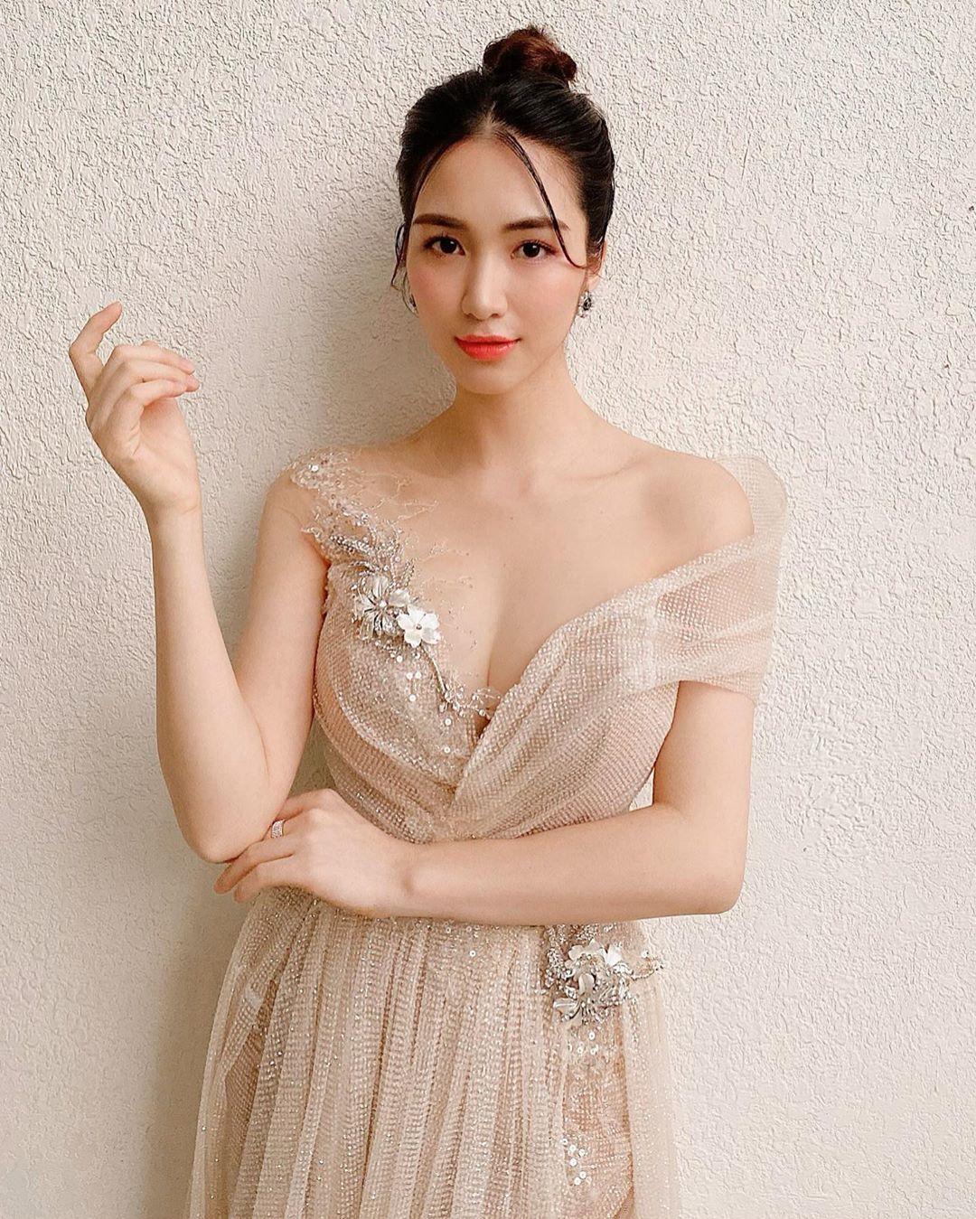 Hòa Minzy tự cách ly, hủy hết show sau khi trở về từ Huế
