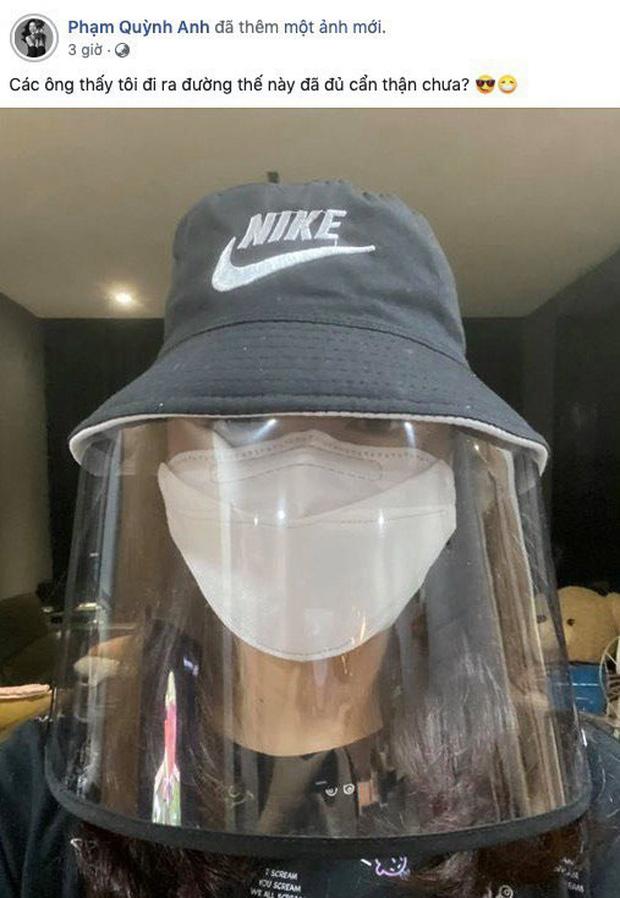 Trend trang bị gây bão mùa dịch của sao Việt: Quyền Linh cực hài, Nhã Phương, Thúy Ngân mặc áo mưa vẫn thời thượng đừng hỏi!