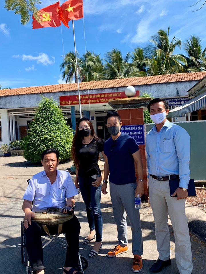Vợ chồng Lý Hải xuống miền Tây khảo sát, lắp 5 máy lọc nước giá 350 triệu đồng