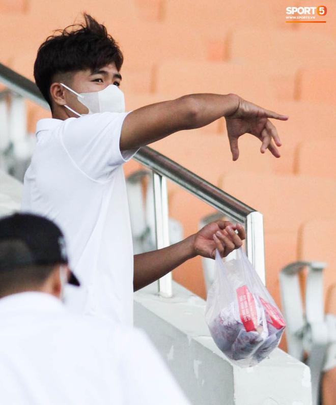 HLV trưởng tiết lộ sốc về bệnh của Hà Đức Chinh: Hiện tại chơi bóng sẽ nguy hiểm tính mạng, phải rất lâu nữa mới trở lại sân cỏ